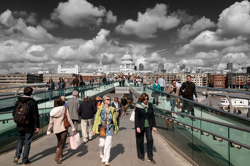 """""""St. Paul's Cathedral and Millennium Bridge"""" / Photo by John Edkins"""