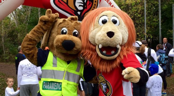 9runrun 2017 Sparty and the Ottawa Paramedic mascot