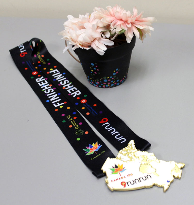 This year's 9runrun medal is a perfect example of this. The ribbon was inspired by a local Stittsville artist Kayla Villalta.