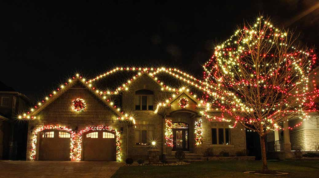 Christmas lights on Bert Argue St. Photo by Barry Gray.