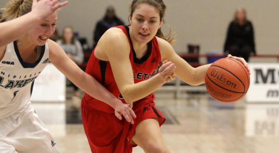 Carleton Ravens guard Stephanie Carr drives to the net on Saturday, January 20, 2018. The Stittsville native scored 13 points in leading the Ravens to a 100-44 victory over the Nipissing Lakers. photo by Mike Carroccetto / for Stittsville Central