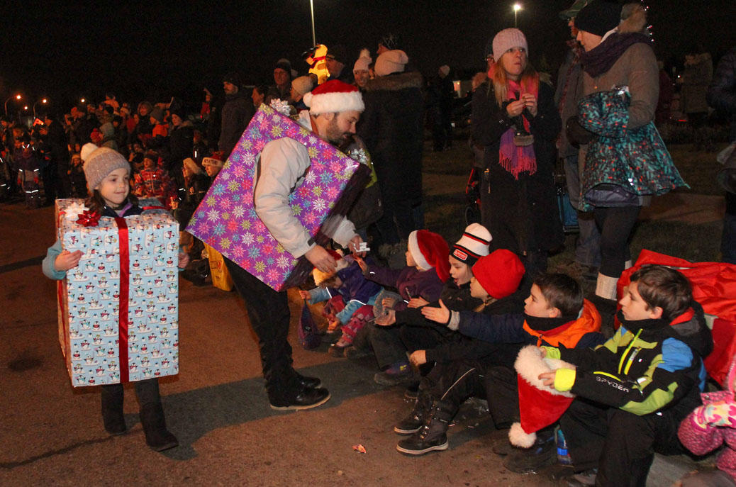 Stittsville Parade of Lights 2017. Photo by Barry Gray