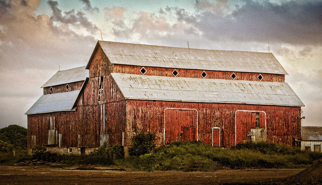 The Bradley-Craig barn on Hazeldean Road. Photo by Barry Gray.
