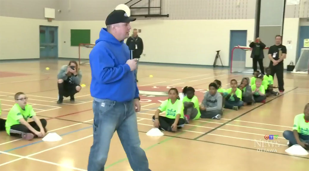 Garth Brooks runs a ball hockey camp at Sacred Heart High School. Image via CTV Ottawa.