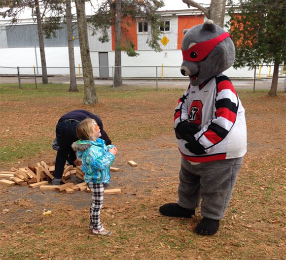 Riley Raccoon visits the Goulbourn Girls Hockey Rockets Fun Day. Photos via Cobina Delaney.