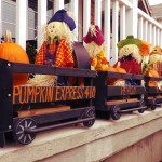 Halloween displays: Vendevale Avenue