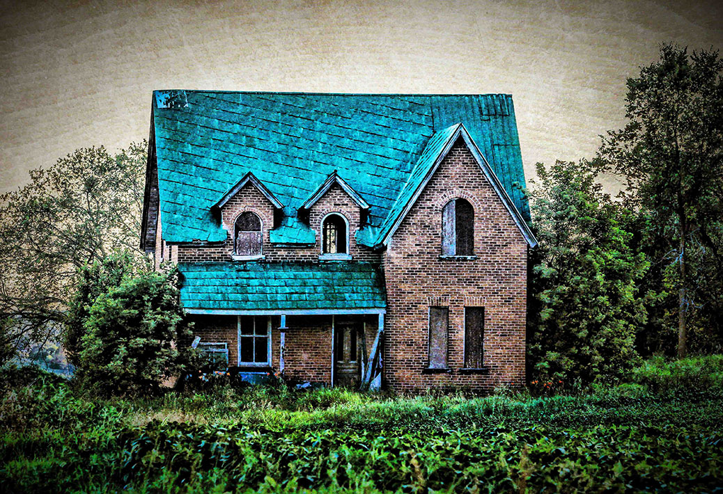 Abandoned house on the way to Kinburn. Photo by Barry Gray.