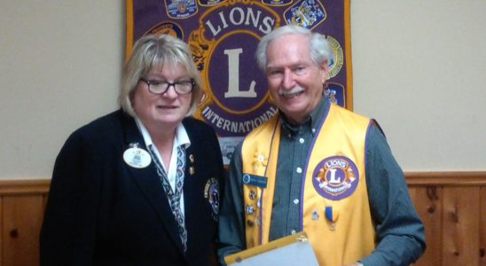District Governor Shelley presenting Lion Don Carson with a 40 years of service pin