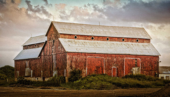 Bradley-Craig Barn on Hazeldean Road. Photo by Barry Gray.