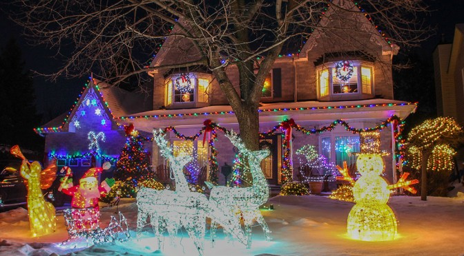 Christmas lights on Renshaw Avenue. Photo by Barry Gray.